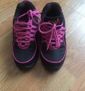 Кроссовки для танцев и спорта