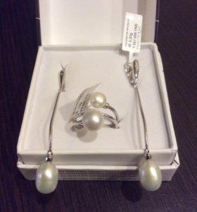 Серебряные серьги и кольцо с натуральным жемчугом