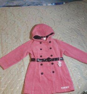Демисезонное вельветовое пальто для девочки