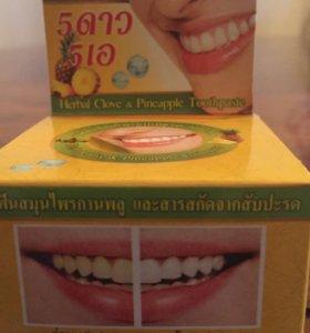 Отбеливающая зубная паста 🍍и гвоздика.