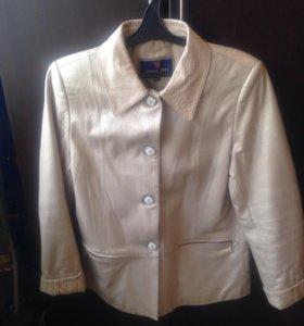 Продам пиджак женский кожаный