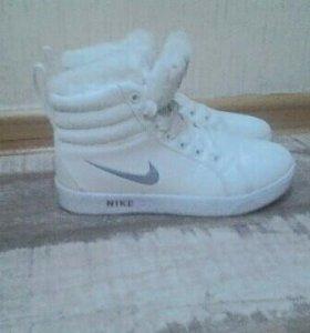 Кроссовки новые. Зима