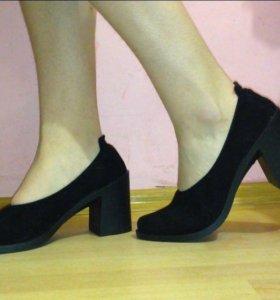 Новые черные туфли