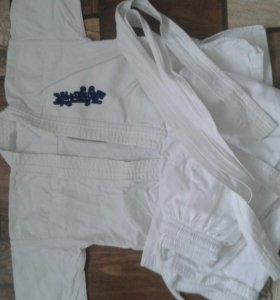 Кимоно и защита для занятий каратэ