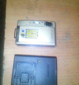 Фотоаппарат и зарядное для его аккомулятора.