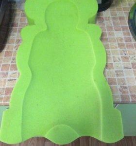 Поролоновый матрасик в ванночку для новорожденного