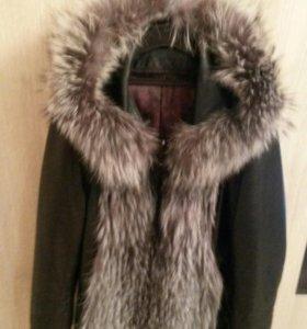 Куртка кожанная,рукава и капюшон отстёгиваються