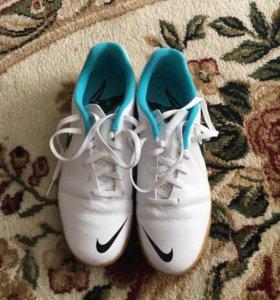 Кроссовки Nike футбольные
