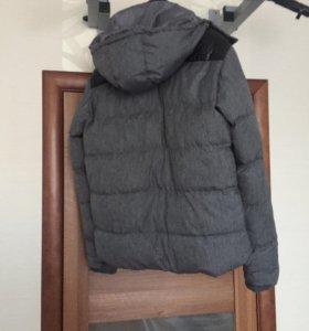 Продам куртку , капюшон  отстегиваеться