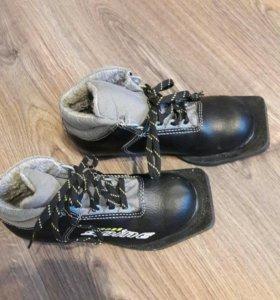 Лыжные ботинки детские 33 р