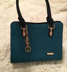 Очень красивая сумка в идеальном состояние