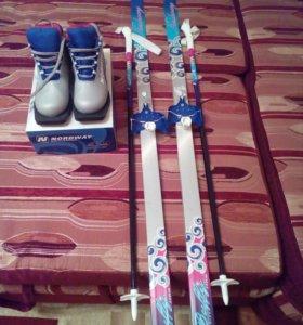 Лыжи 140см + палки 95см+крепление.