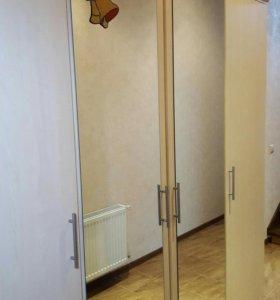 Шкаф распашной с зеркалами