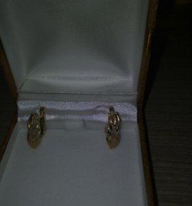 Золотые серьги с брилиантом