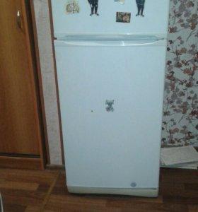 Продается холодильник индезит в хорошем состоягии