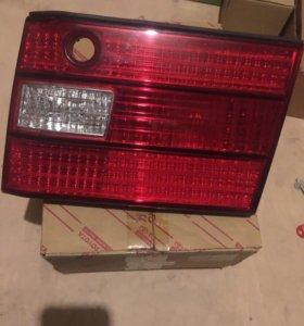 Задний правый фонарь Lexus LS400