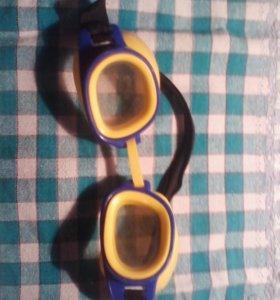 Взрослые и детские очки для плаванья