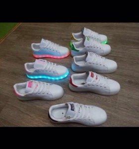 Светящиеся кроссовки adidas и nike