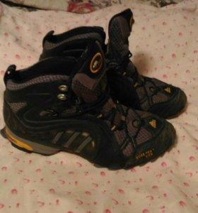 Ботинки зимние и кроссовки
