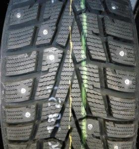 Шины зимние шип. Roadstone 265/60/18 новые