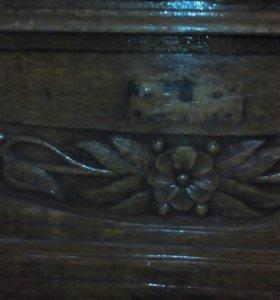Комод старинный, из дерева. Ручная работа