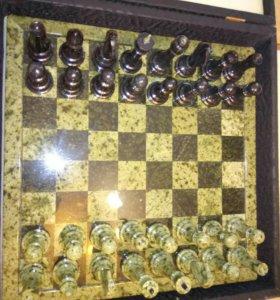 шахматы из камня змеевик.