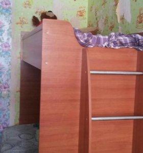 Двухярусная кровать в отличном состоянии