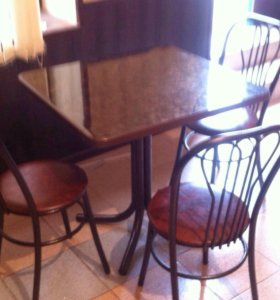 Стол и три стула