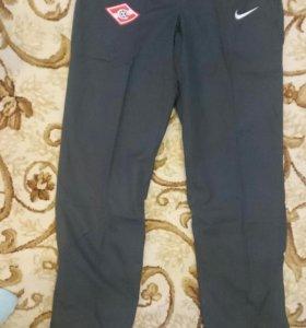 Новые спортивные штаны Nike р.М