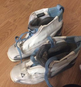 Продам лыжные ботинки Fischer