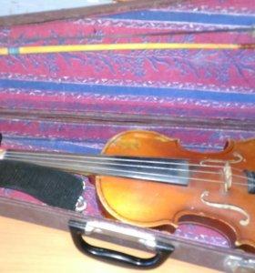 Скрипка в футляре ,смычек
