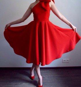 Нарядное платье красное с бантом