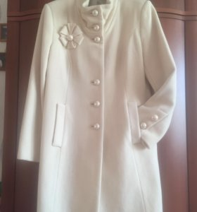 Пальто кремовое