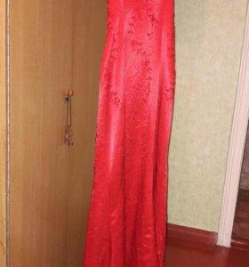 Платье обшитое бисером