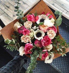 Букет в крафт-бумаге, цветы