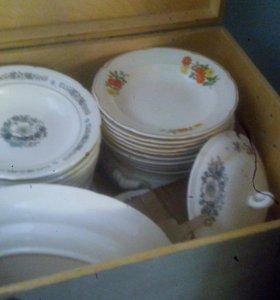 Целый ящик новой посуды
