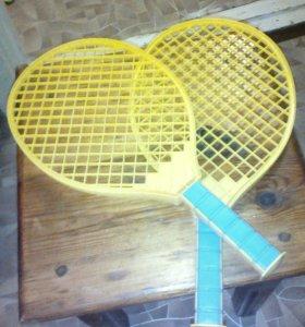 Теннисные ракетки.