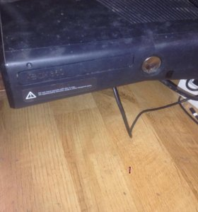 Xbox 360 320 gb kinect,2 джойстика .freeboot