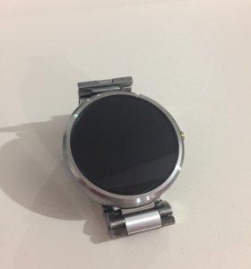 Часы moto360