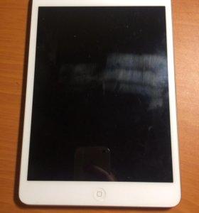 Планшет Apple iPad mini.