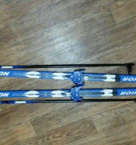 Комплект лыж с креплениями и палки