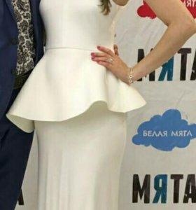 Платье вечернее белого цвета