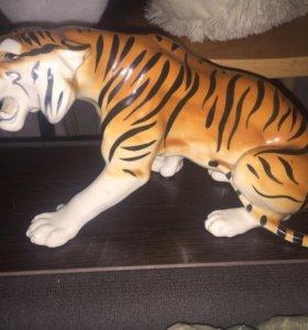 Фарфоровый тигр