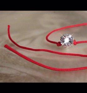 Красные нити оберег с кристаллом