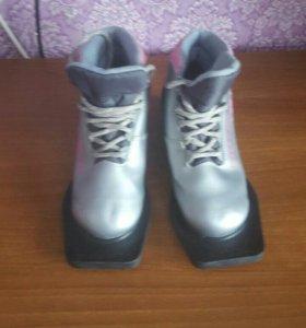 Лыжные ботинки (торг уместен)