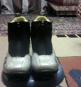 Продам детские лыжные ботинки