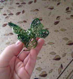 Заколка в виде бабочки