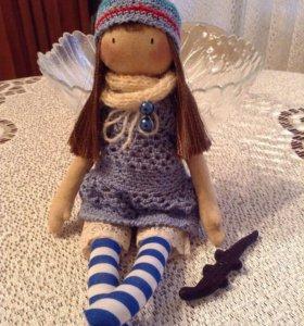 Небольшая кукла для интерьера и игр детей