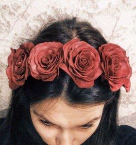 Венок из роз (цветы выполнены в ручную)
