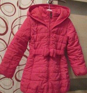 Продаю демисезонное пальто для девочки